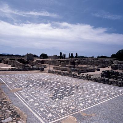 Ruines de la ville romaine dans le parc archéologique d'Empuries.