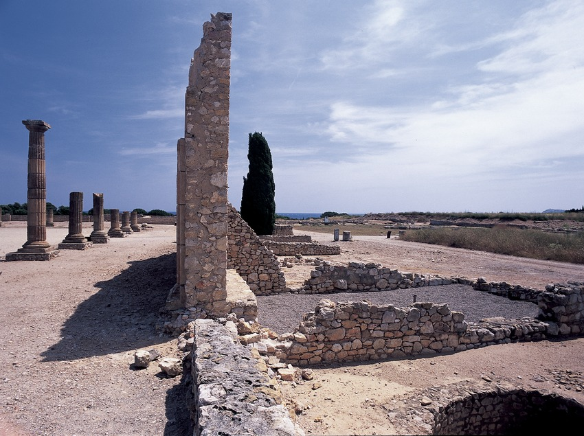Foro de la ciudad romana en el parque arqueológico de Empúries.