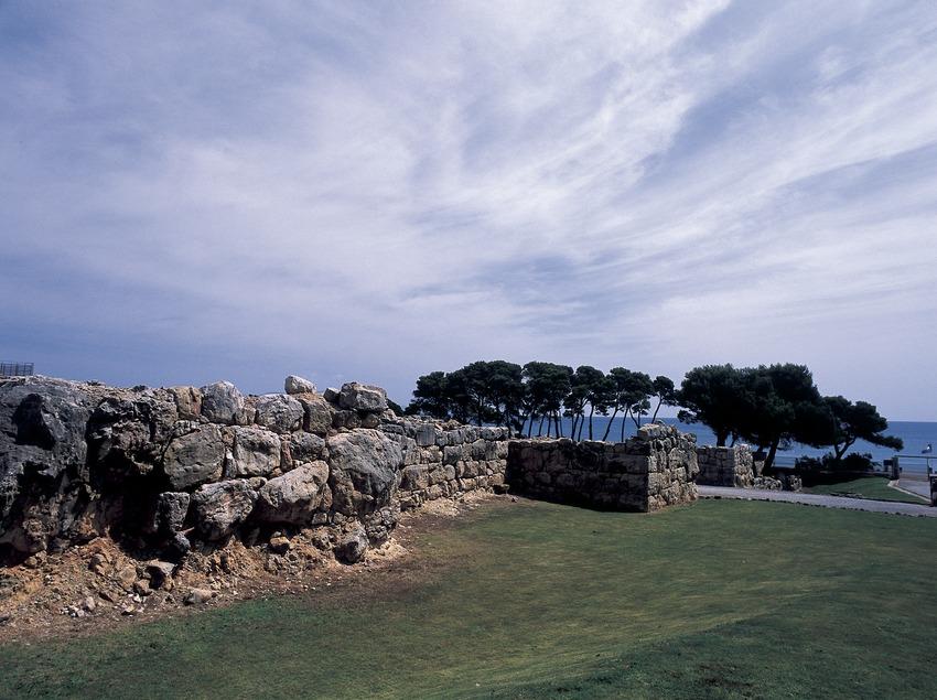Ruïnes de la ciutat grega en el parc arqueològic d'Empúries.