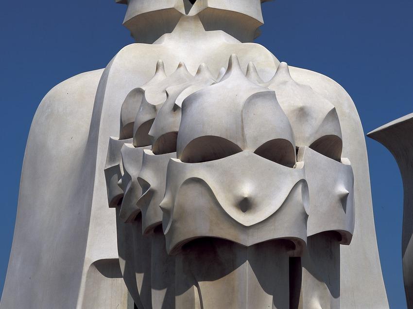Gros plan sur les cheminées du toit-terrasse de la Maison Milà, La Pedrera. (Imagen M.A.S.)