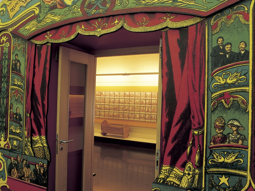 Entrance to a room in the Toy Museum of Catalonia.  (Imagen M.A.S.)