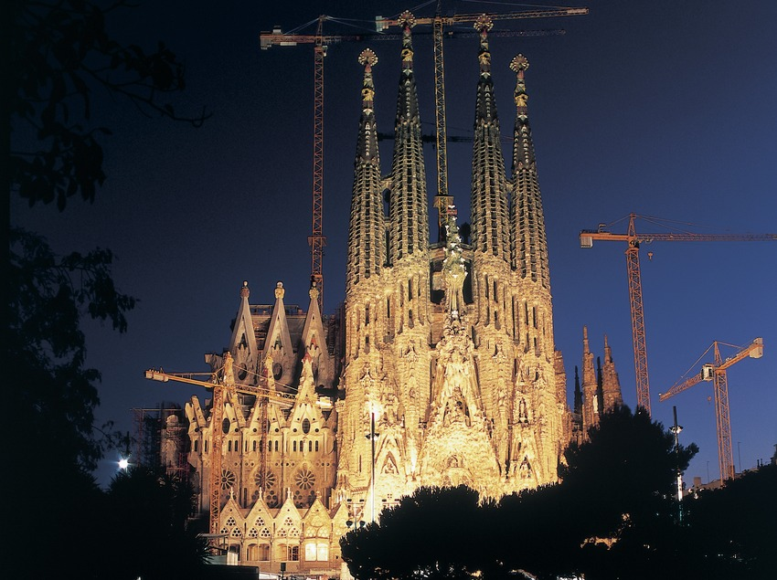 Vista nocturna del Templo Expiatorio de la Sagrada Familia. (Imagen M.A.S.)