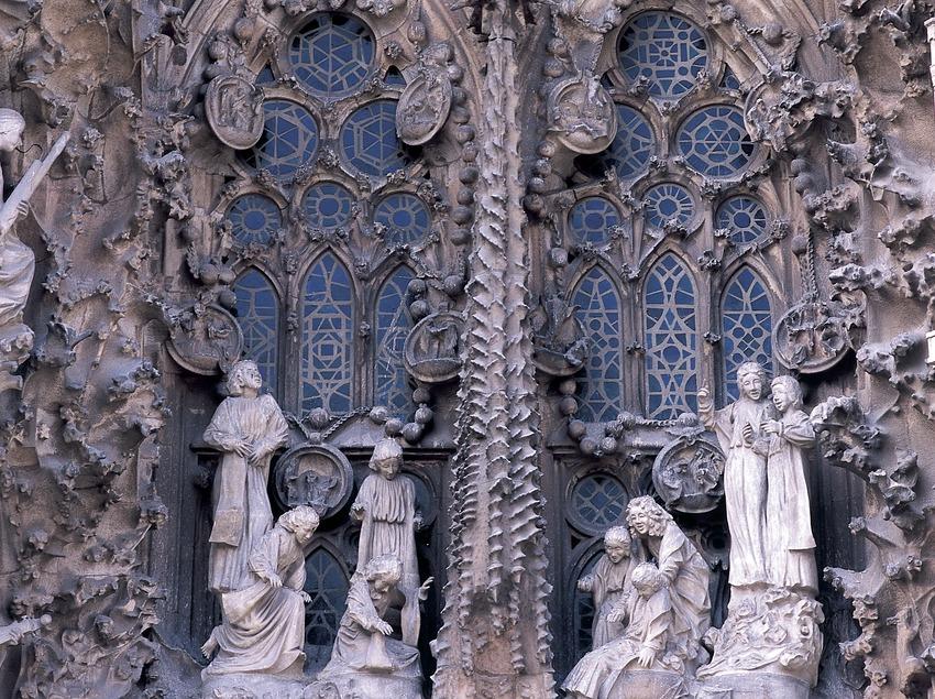 Grup escultòric del Naixement. Detall del portal de la Caritat de la façana del naixement del Temple Expiatori de la Sagrada Família. (Imagen M.A.S.)