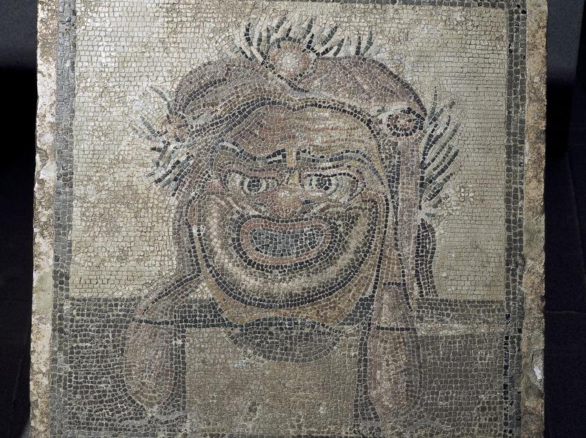 Máscara teatral en un mosaico. Museo de Arqueología de Catalunya-Empúries.  (Imagen M.A.S.)