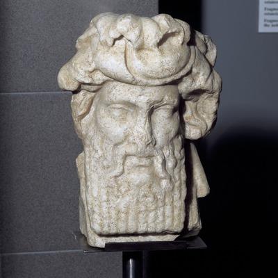 Bust de marbre de Dionís-Bacus. Museu d'Arqueologia de Catalunya-Empúries.  (Imagen M.A.S.)