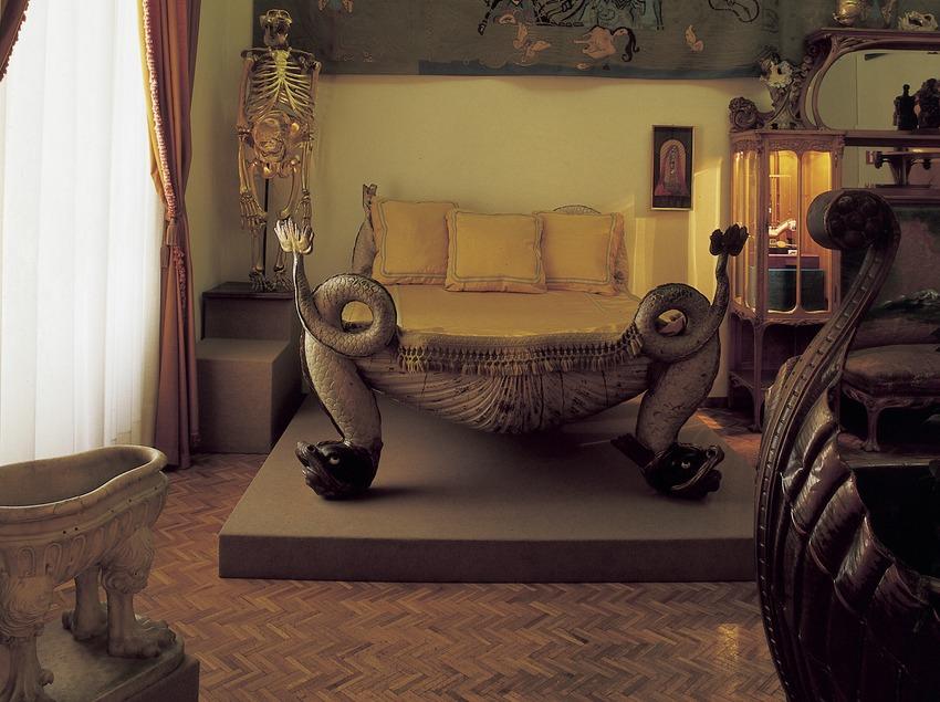 Dormitori de la sala Palau del Vent al Teatre-Museu Dalí.  (Imagen M.A.S.)
