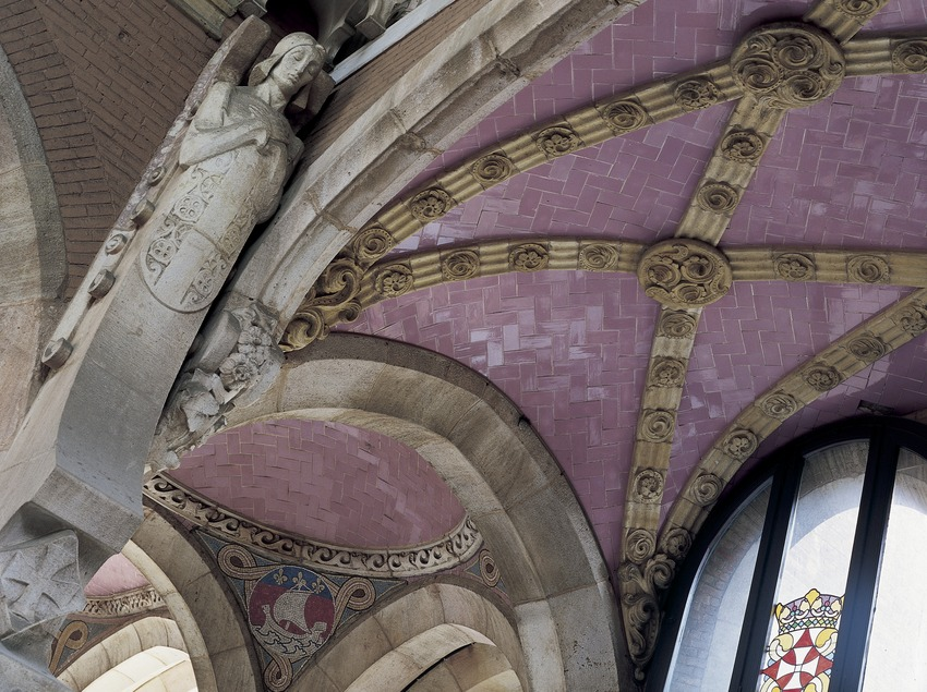 Arches of the entrance hall of the hospital of Sant Pau by Domènech i Montaner.  (Imagen M.A.S.)