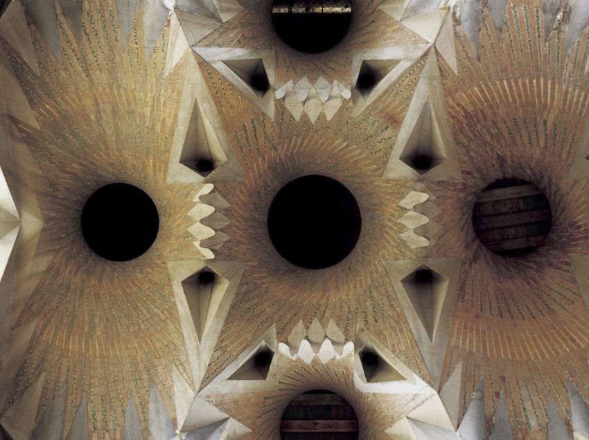 Voûtes de la nef centrale du temple expiatoire de la Sagrada Familia.