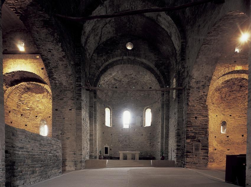 Nef centrale de l'église du monastère Sant Pere de Casserres (Imagen M.A.S.)