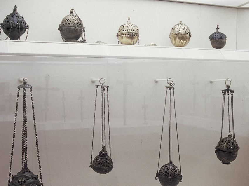Encensers de la sala d'orfebreria. Museu Episcopal. (Imagen M.A.S.)