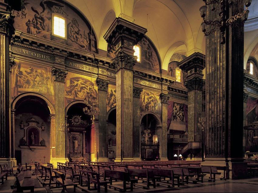 Vista lateral de la nau central de la catedral de Sant Pere. (Imagen M.A.S.)