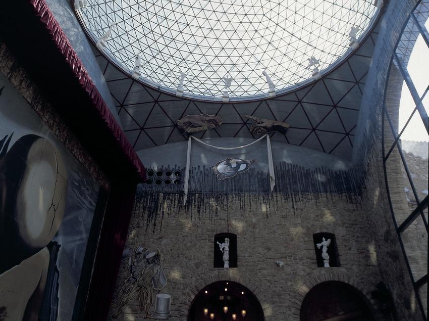 Cúpula del patio central del Teatro-Museo Dalí.
