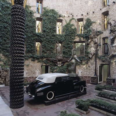 Cadillac al pati central del Teatre-Museu Dalí.  (Imagen M.A.S.)