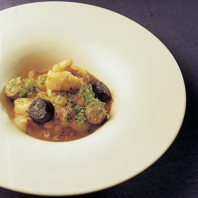 Tripeta de bacallà amb botifarra elaborada a la cuina del restaurant El Racó de Can Fabes.