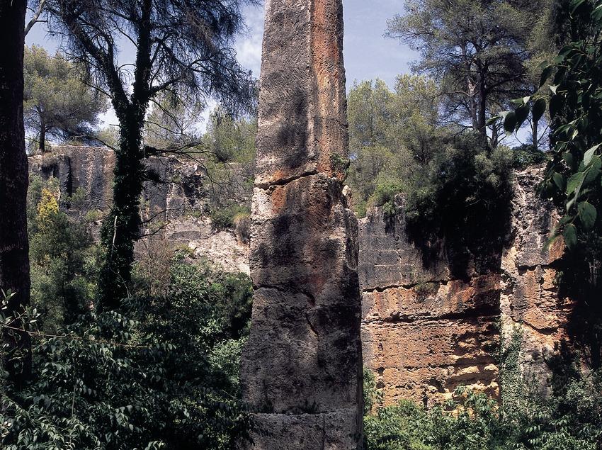 Obelisc Agulla del Mèdol a la Pedrera del Mèdol.  (Imagen M.A.S.)