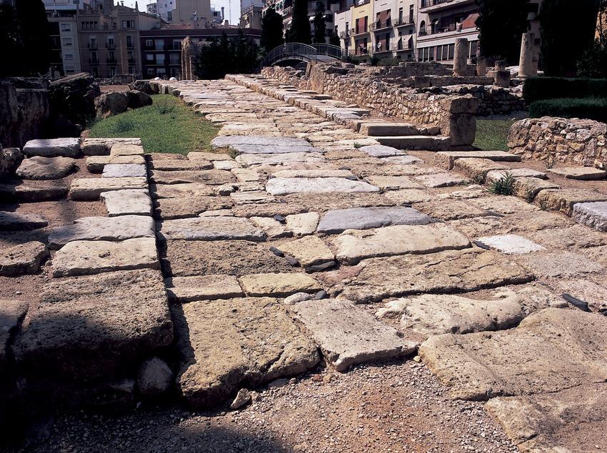 Carrer romà al fòrum local romà.  (Imagen M.A.S.)