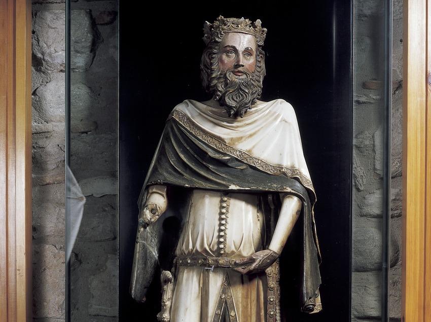Escultura de Pedro el Ceremonioso o Carlomagno (siglo XIV). Jaume Cascalls. Tesoro de la Catedral de Girona.  (Imagen M.A.S.)