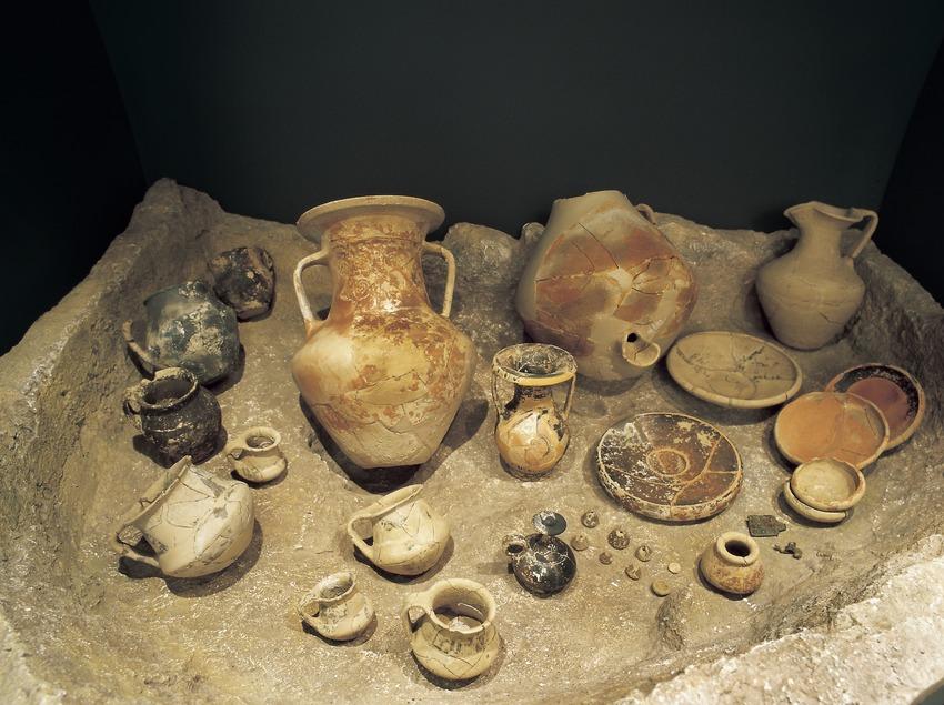 Aixovar de la necròpolis de Puig de La Serra (segle IV a.C.). Museu d'Arqueologia de Catalunya-Ullastret.  (Imagen M.A.S.)
