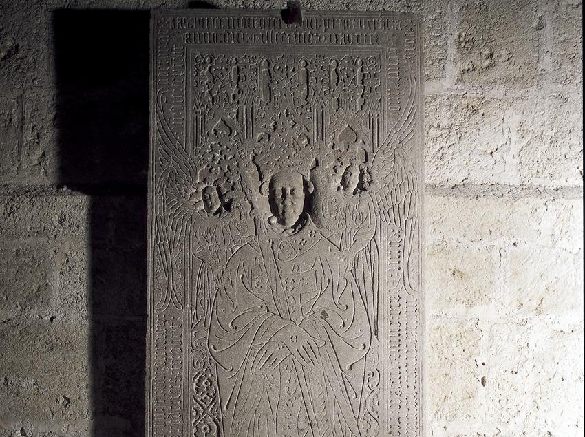 Lápida sepulcral del abad Estruch (1416-1419). Monasterio de Sant Cugat d'Octavià  (Imagen M.A.S.)