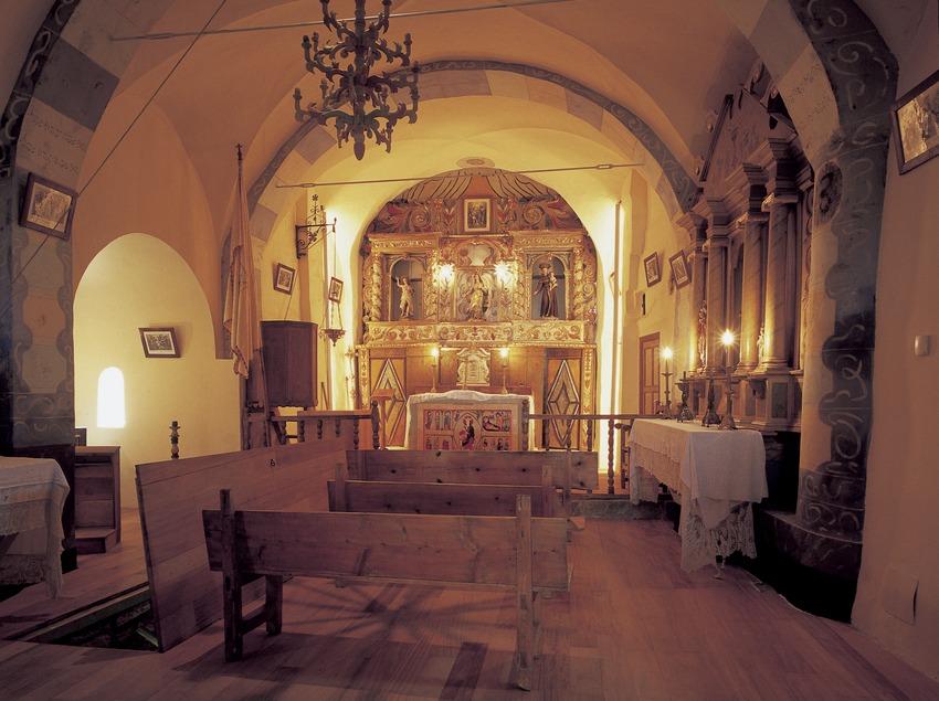 Interior de la iglesia de Santa Maria de Cardet.  (Imagen M.A.S.)