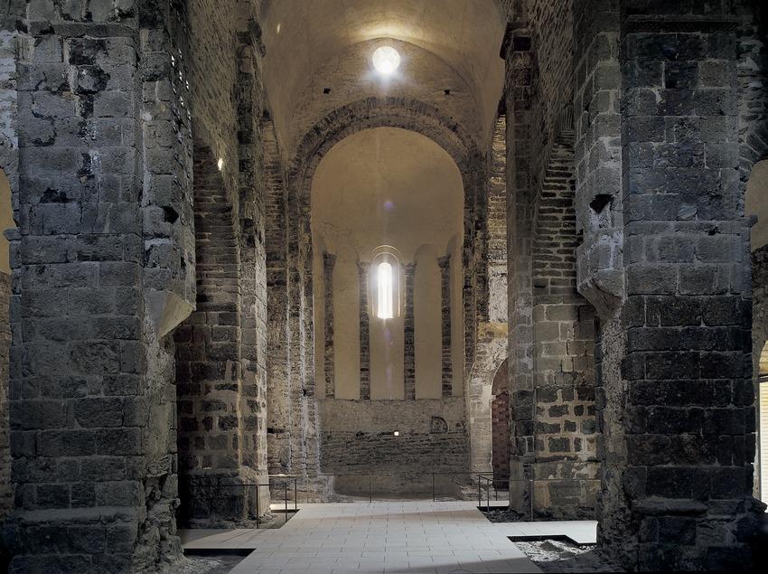 Nave central de la iglesia del monasterio de Sant Quirze de Colera  (Imagen M.A.S.)