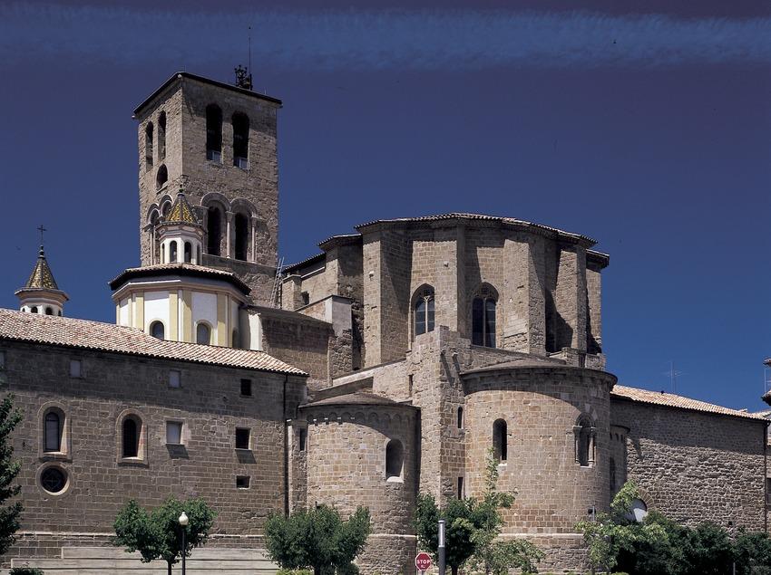 Abside et clocher de la cathédrale.  (Imagen M.A.S.)