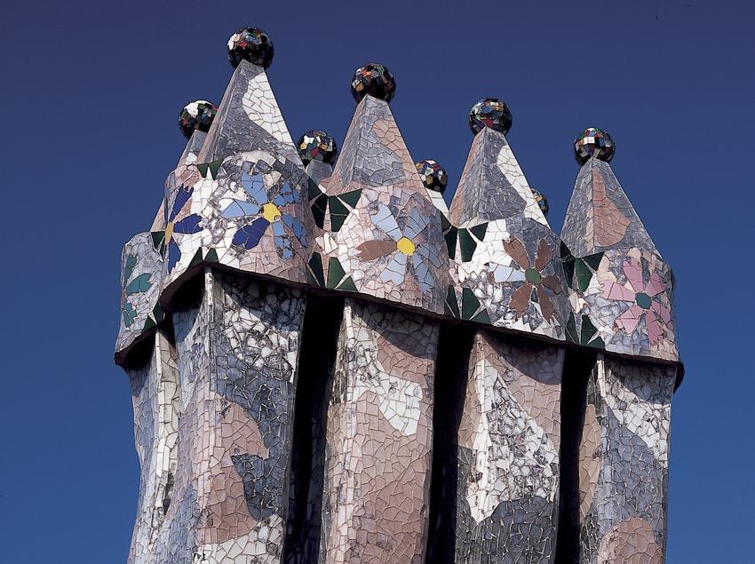 Chimeneas de la Casa Batlló de Antoni Gaudí.  (Imagen M.A.S.)