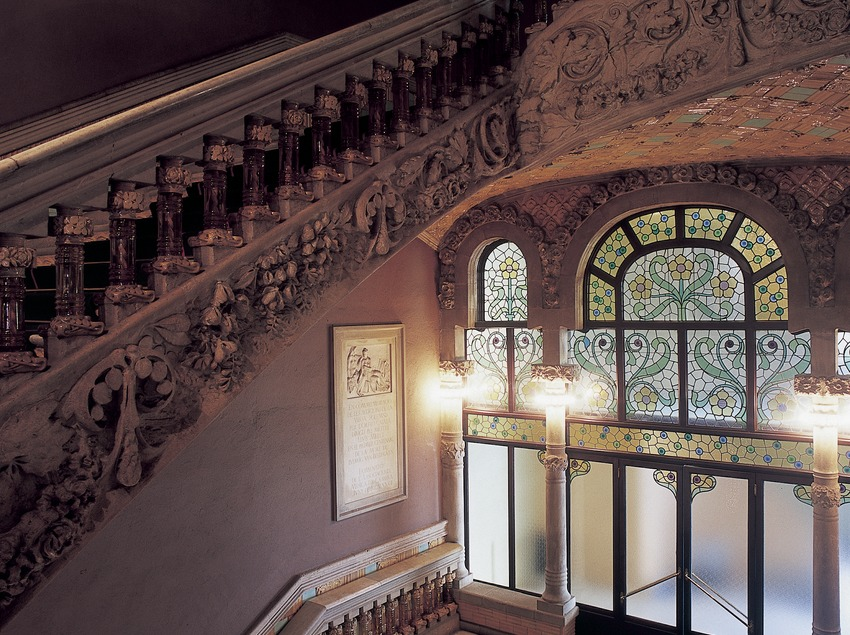 Staircase of the Palau de la Música Catalana (Catalan Palace of Music) by Domènech i Montaner.  (Imagen M.A.S.)