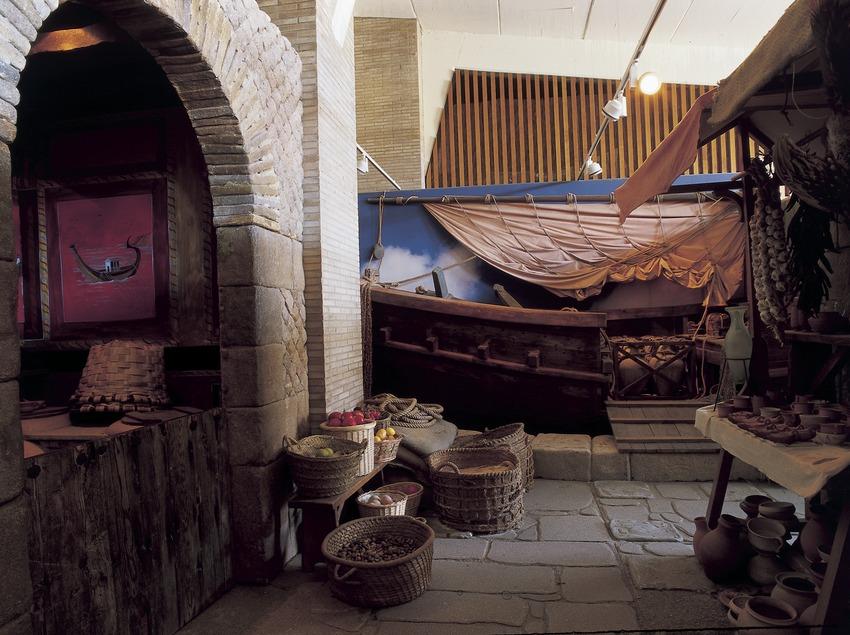 Sala del museu de la Ciutadella de Roses.  (Imagen M.A.S.)