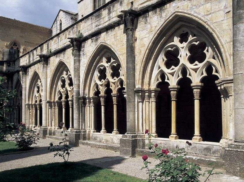 Arcos del claustro del Real Monasterio de Santa María de Poblet  (Imagen M.A.S.)