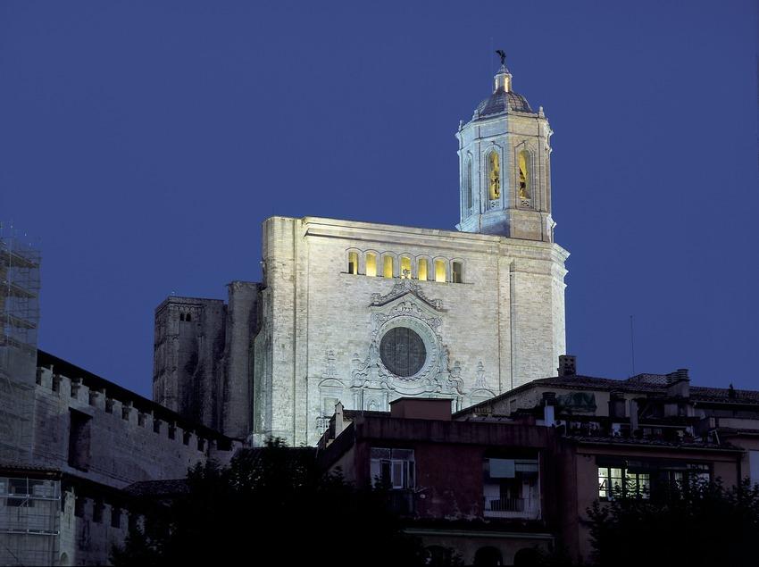 Vista nocturna de la Catedral de Santa Maria.  (Imagen M.A.S.)
