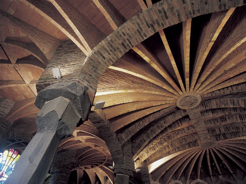 Interior de la cripta de la Colonia Güell  (Imagen M.A.S.)