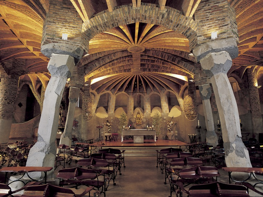Interior of the Colonia Güell crypt