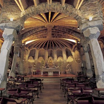 Interior de la cripta de la Colonia Güell