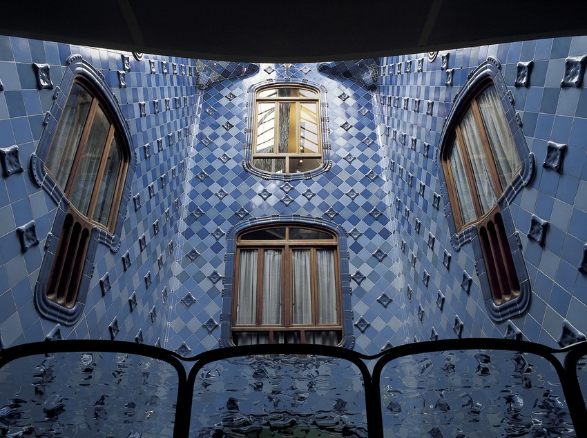 Patio interior de la Casa Batlló de Antoni Gaudí.  (Imagen M.A.S.)