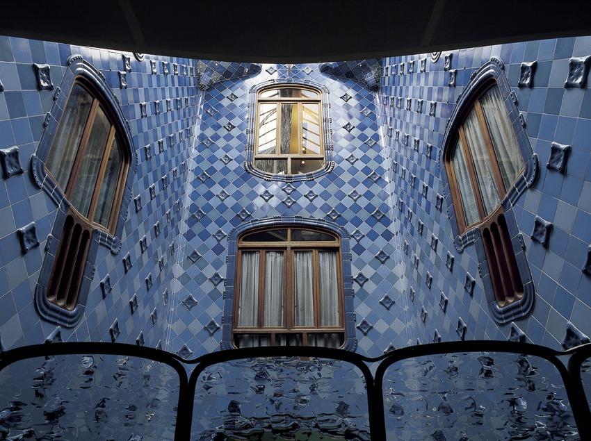 Patio interior de la Casa Batlló de Antoni Gaudí.