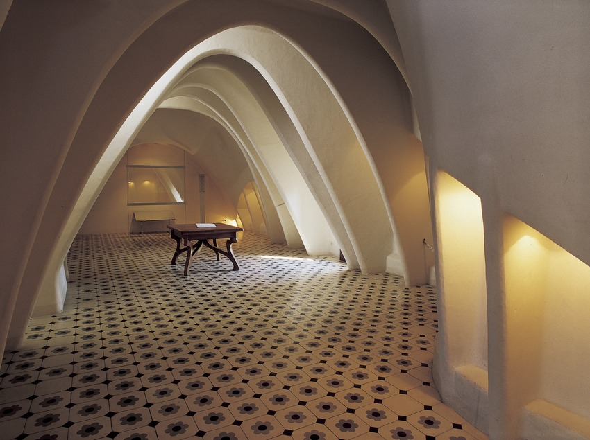 Desván de la Casa Batlló de Antoni Gaudí.  (Imagen M.A.S.)