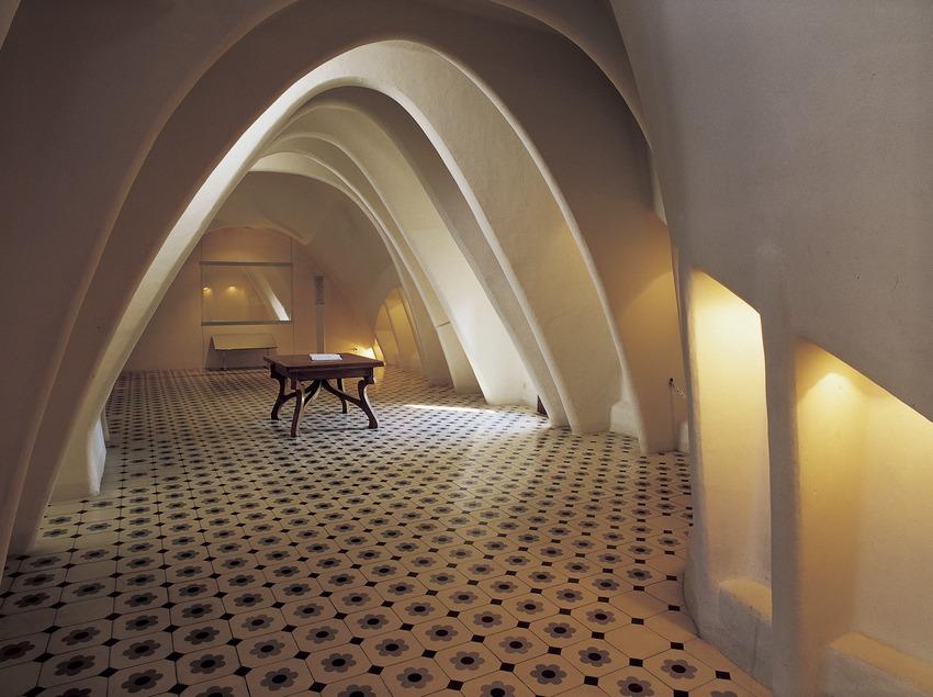 Golfes de la Casa Batlló d'Antoni Gaudí.  (Imagen M.A.S.)