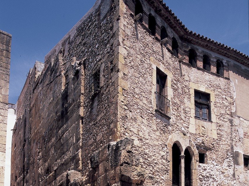 Porta romana de la plaça del Pallol.