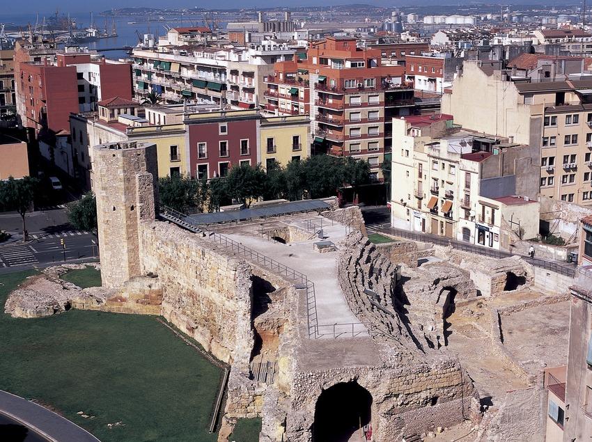 Grades del circ i muralles romanes.  (Imagen M.A.S.)
