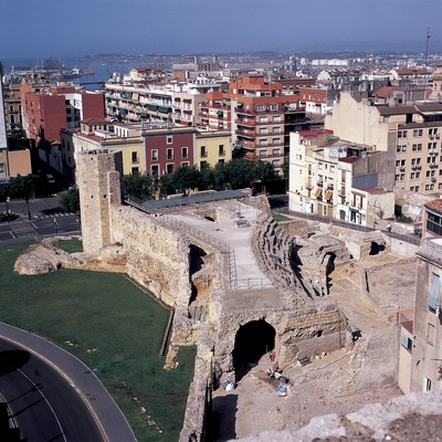 Gradas del circo y murallas romanas.  (Imagen M.A.S.)