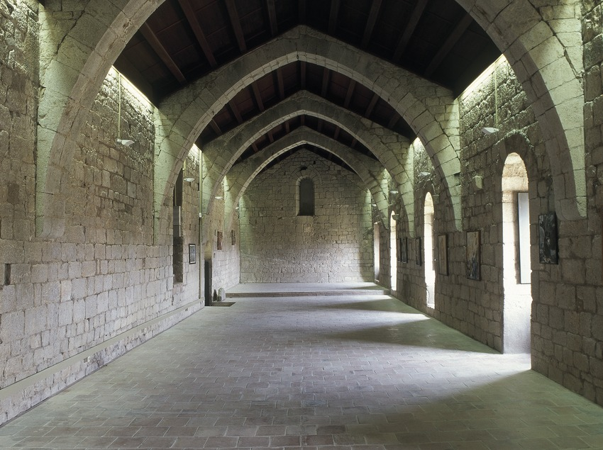 Dormitorio de la canónica de Santa Maria de Vilabertran.  (Imagen M.A.S.)