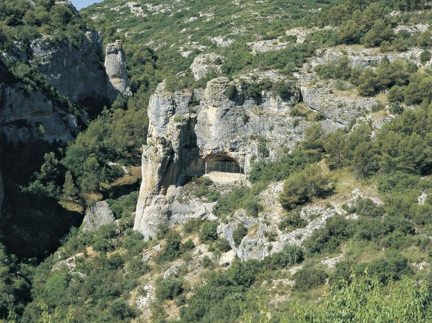 Außenansicht der Cova dels Vilars.