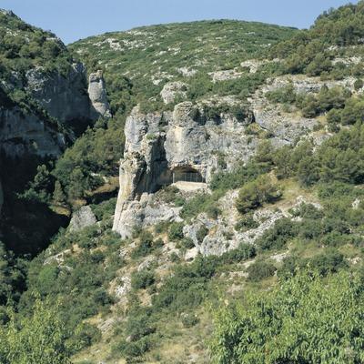 Exterior de la Cova dels Vilars.