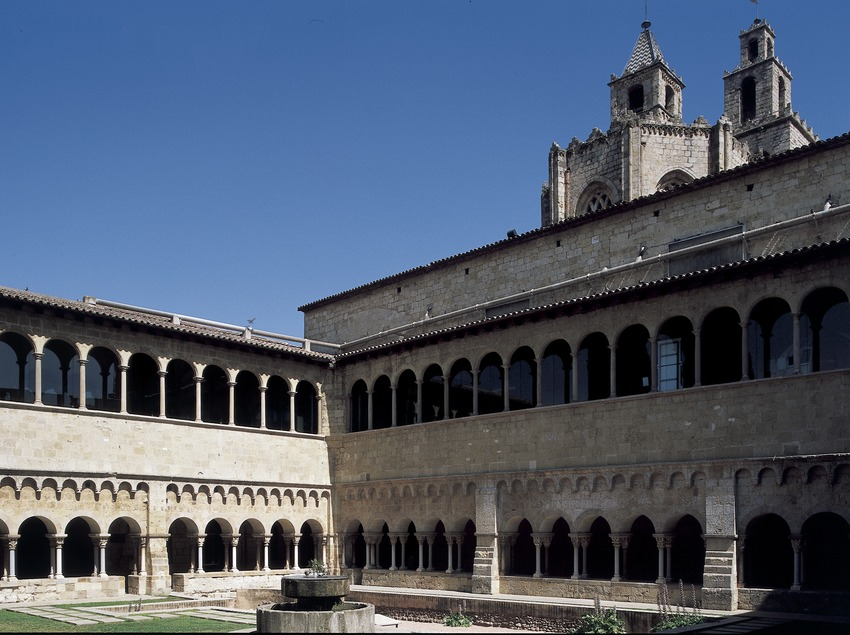 Courtyard of the cloister of Sant Cugat d'Octavià monastery  (Imagen M.A.S.)