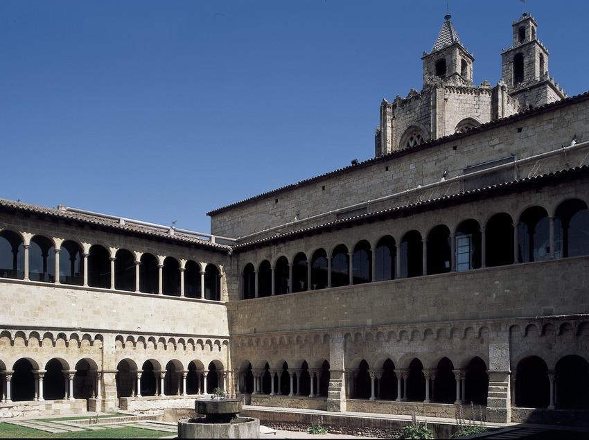 Patio del claustro del monasterio de Sant Cugat d'Octavià  (Imagen M.A.S.)