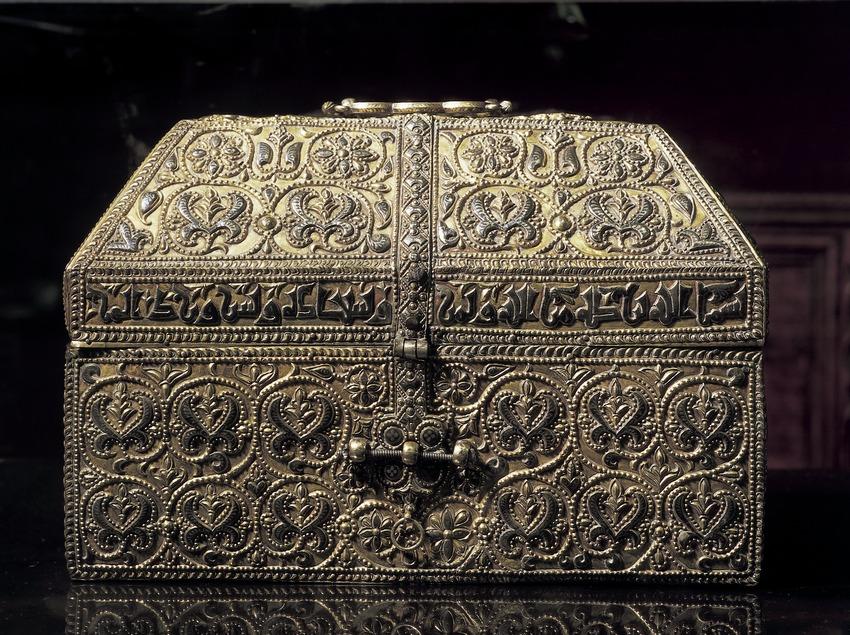 Arqueta de plata de Hixem II (época califal). Tesoro de la Catedral de Girona.  (Imagen M.A.S.)