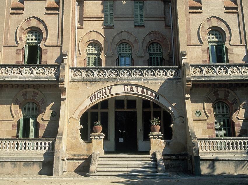 Bâtiment moderniste de l'établissement balnéaire de Vichy Catalán.  (Servicios Editoriales Georama)