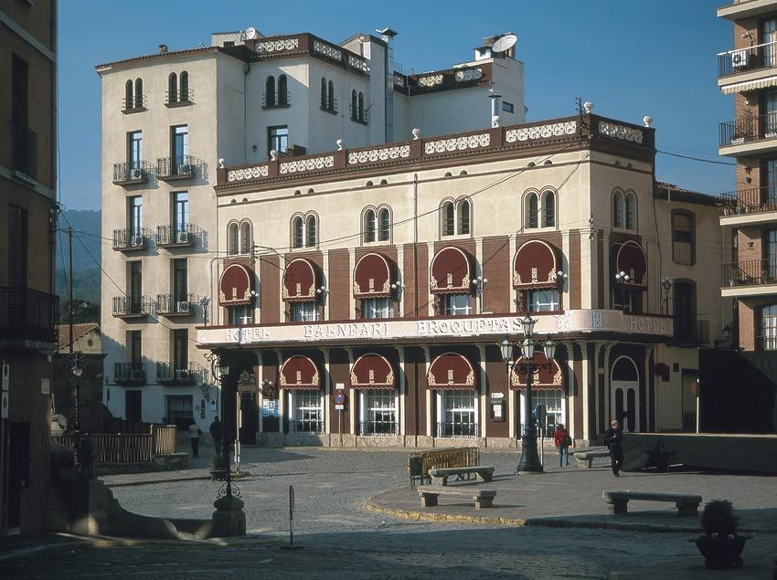 Hotel und Thermalbad, errichtet auf den einstigen römischen Thermen  (Servicios Editoriales Georama)