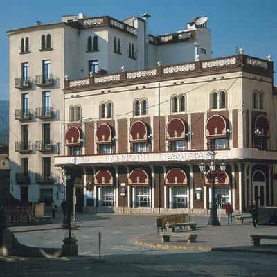 Hotel y centro balneario construido sobre las antiguas termas romanas  (Servicios Editoriales Georama)